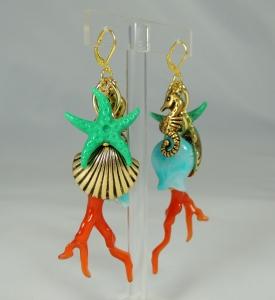 """Orecchini """"Jingling Bunches - mare"""" - 101) Corallo/Turchese/Verde Smeraldo  (vista laterale 2)"""