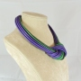 Collier nodo -  59) Verde Smeraldo/Viola  - vista laterale