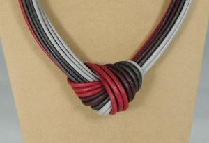 Collier Nodo - 93) Grigio/Rubino  -  particolare