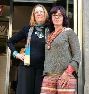 """Cilla e Sandra indossano delle creazioni in stile Etnico della collezione """"Ethno Chic""""."""