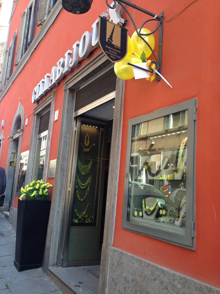 Il nostro negozio... in giallo!