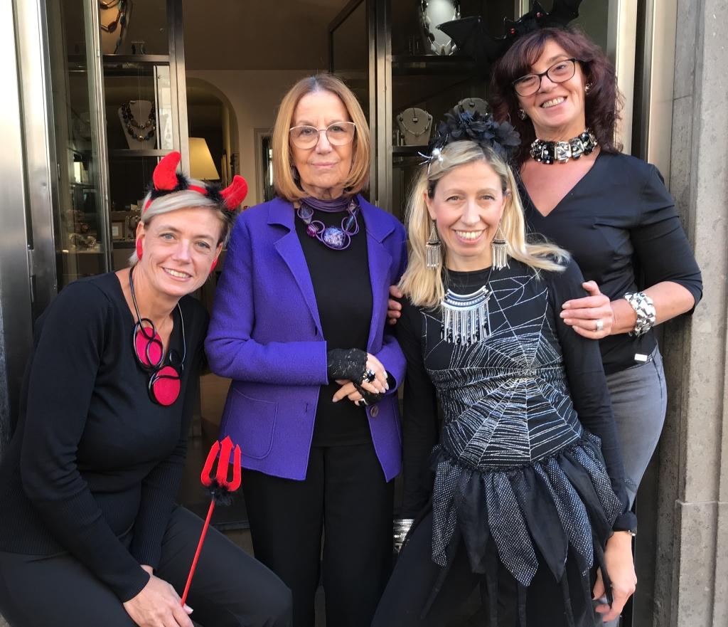 """Il Cillabijoux's team in versione """"Halloween"""" vi aspetta in negozio!!!!"""