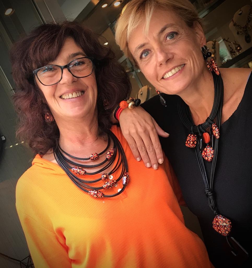 """Sandra e Sabrina indossano i nuovissimi pezzi della Capsule Collection """"Halloween 2019"""" Sono tutti pezzi unici di Cillabijoux"""