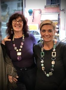 """Sabrina e Sandra indossano due proposte della nuova collezione """"Unconventional Grey"""""""