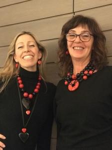 """Raffy e Sandra indossano le nuove creazioni della collezione """"Christmas in Red"""" <3 Bijoux divertenti, originali e appariscenti, in base nero con un tocco di rosso. Da indossare durante le feste e non solo... facili e versatili su tantissimi outfit da mattina a sera."""