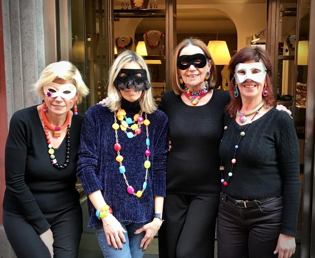 Cillabijoux's team in maschera!!!  Noi il carnevale lo interpretiamo così!