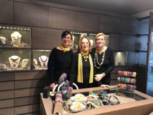 Sandra, Cilla e Sabrina con creazioni Cillabijoux in Total yellow!