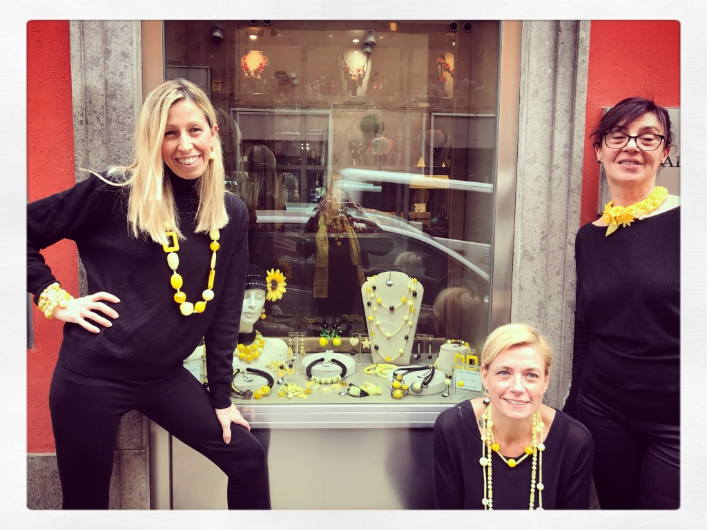 Raffy, Sabrina e Sandra con creazioni Cillabijoux in Total yellow!