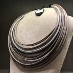 Collana di filato a gradazione con lurex  05) Tortora sfumato