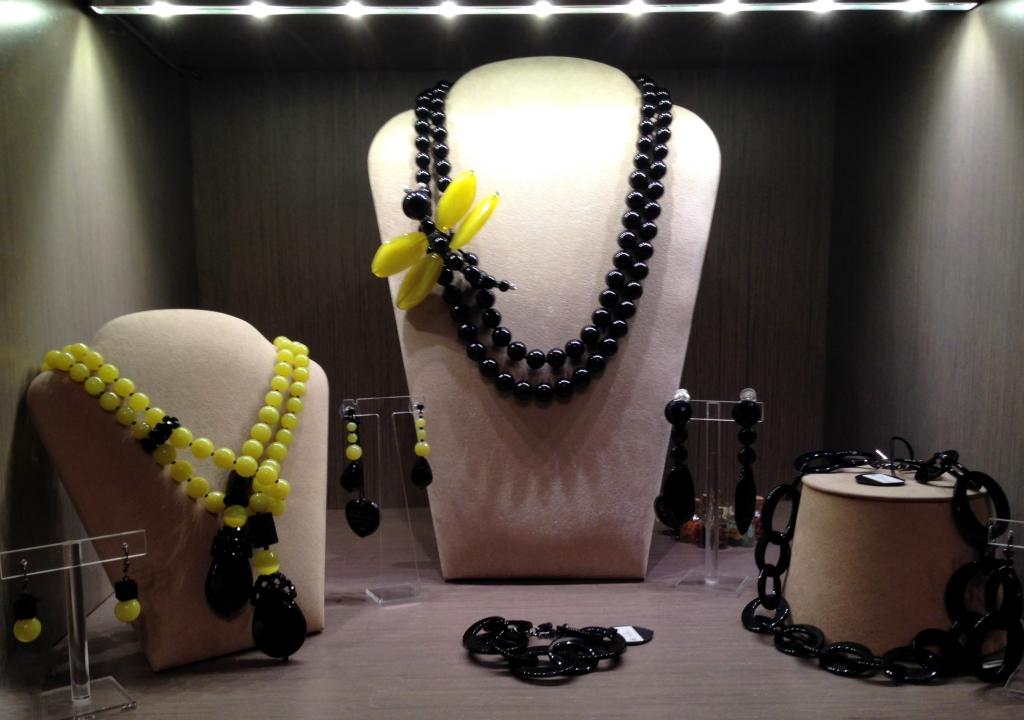 """Una delle nostre vetrine """"Yellow temptation""""   Venite a scoprire tutta la collezione nel nostro show room in Via F.Crispi, 72 a Roma"""