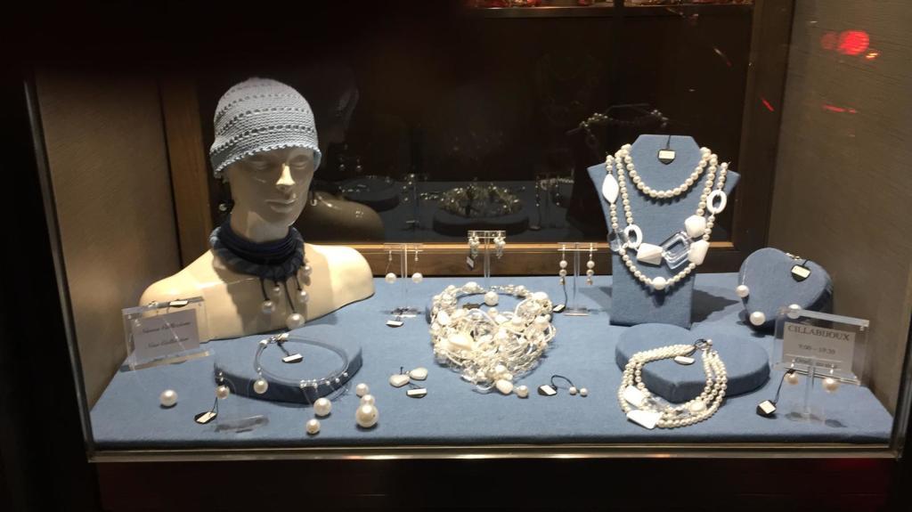 """La nostra vetrina principale della collezione """"Pearls & Denim"""""""