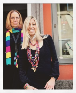 Cilla e Raffaella presentano la nuova collezione di ispirazione folk.