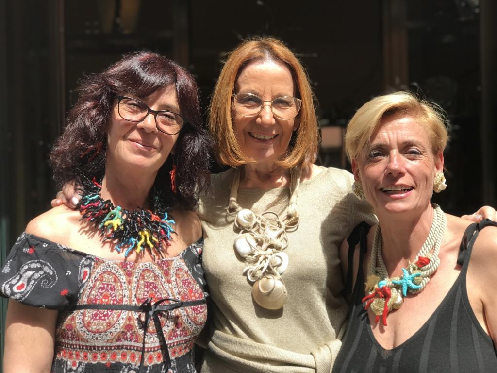 Sandra, Cilla e Sabrina indossano originali creazioni della collezione Summer 2019. Vieni a provarle in negozio!
