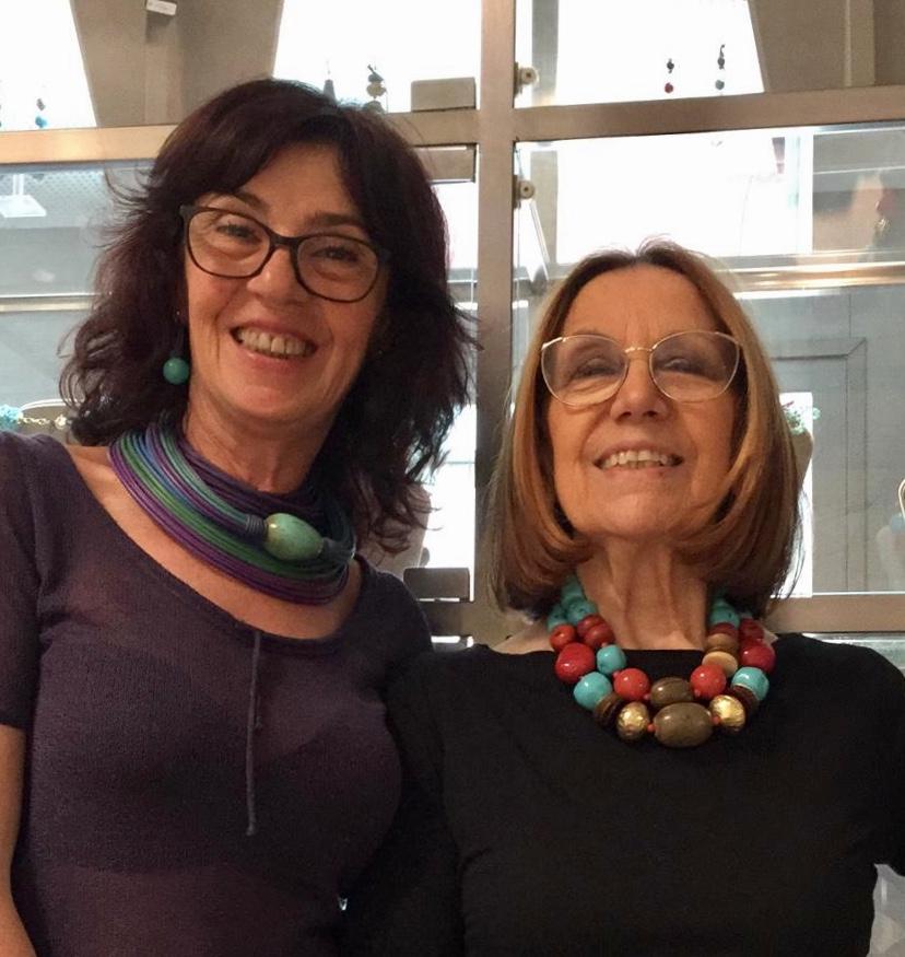 Sandra e Cilla vi aspettano in negozio con tante idee per i look summer2019, per tutte le clienti anche un regalo a tema!