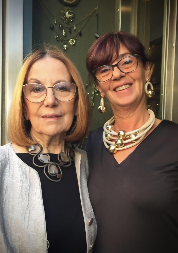 """Cilla e Sandra indossano alcune delle nuove creazioni della collezione """"Elegance Eternelle"""""""