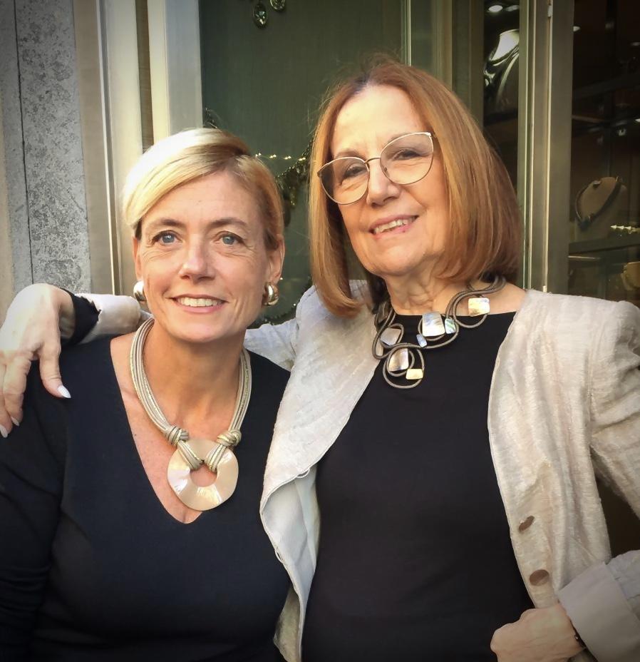 """Sabrina e Cilla indossano alcune delle nuove creazioni della collezione """"Elegance Eternelle"""""""