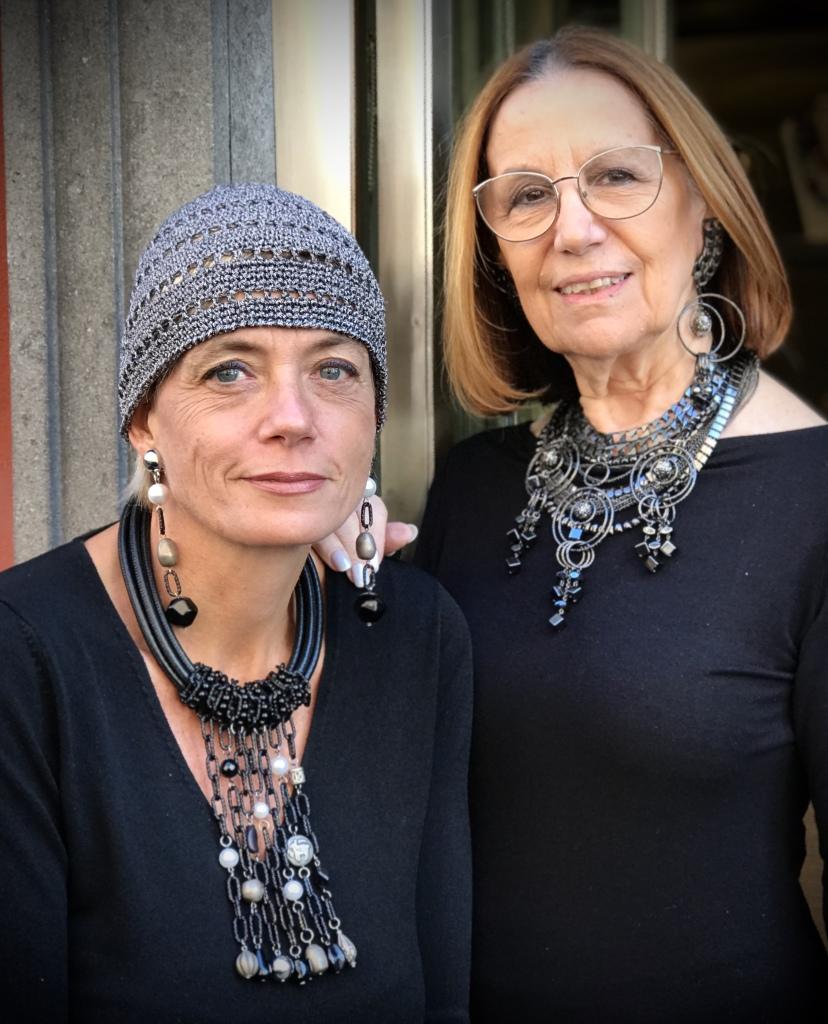 """Sabrina e Cilla presentano le nuove creazioni """"Rock Collection""""... grintose e di carattere, per un look total black e super glamour."""