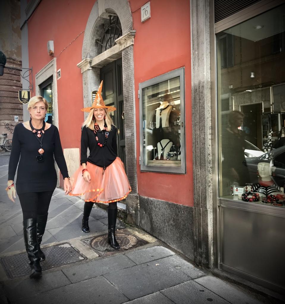 Halloween catwalk ❤️ Sabri e Raffy indossano le nuove creazioni della Capsule Collection Halloween 2019