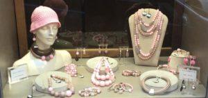 """La nostra vetrina principale con la collezione """"Emozioni in rosa"""""""