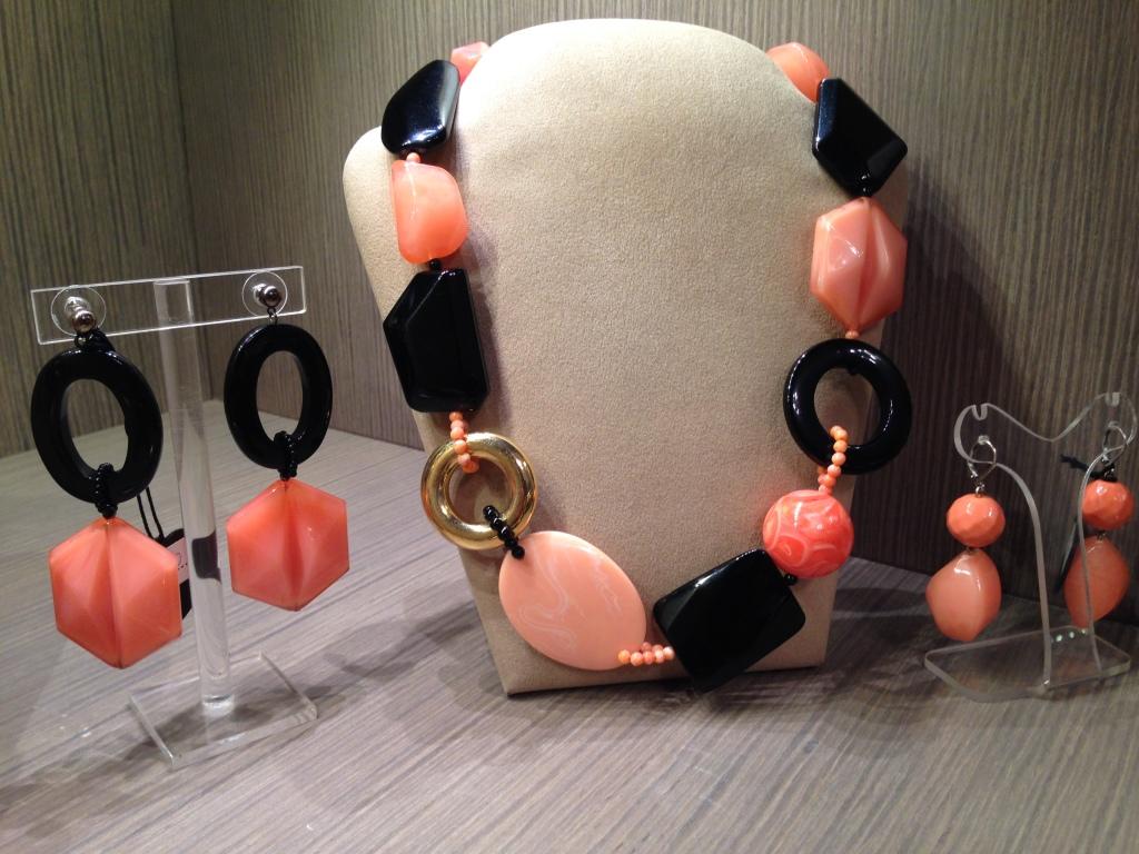 Girocollo elementi geometrici plexi 65) Corallo rosa/Nero