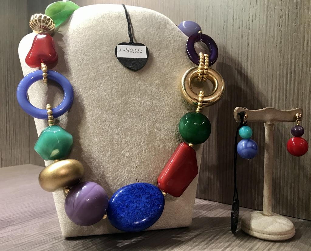 Girocollo elementi geometrici plexi in una bellissima versione multicolor 50b) Smeraldo/Jeans/Viola Rosso